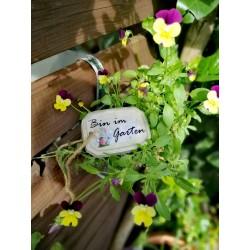 Schild Bin in Garten